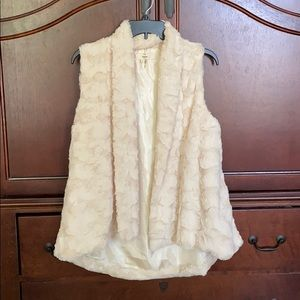 Faux fur lined vest in ivory